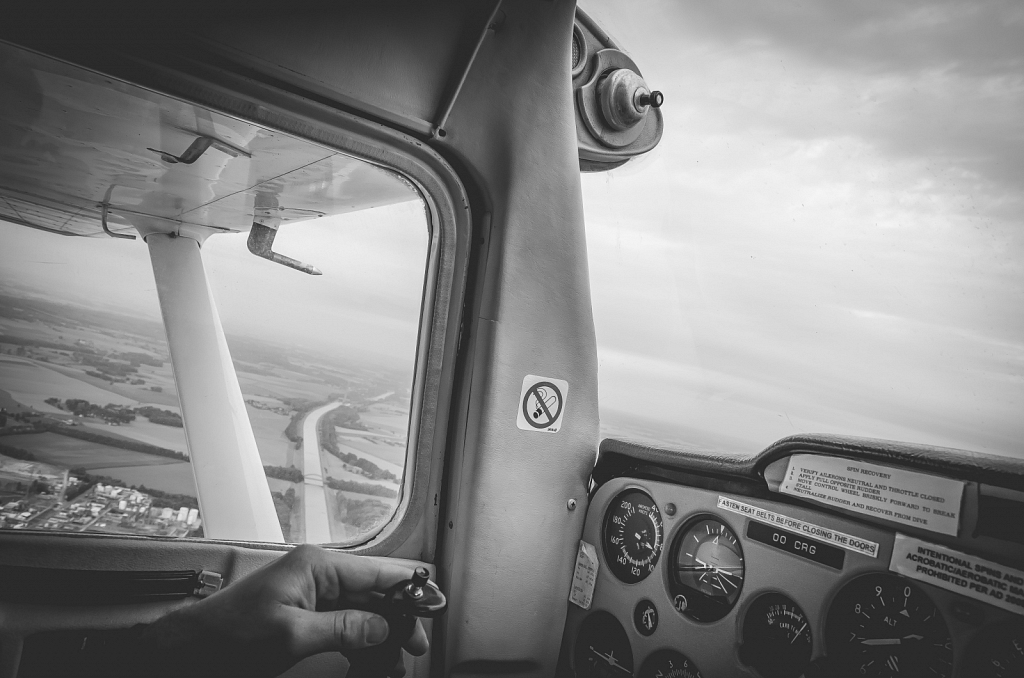 A flight arround Charleroi with the Cessna F152 II (OO CRG)